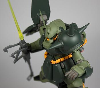 銃サーベル飛行拡大.jpg